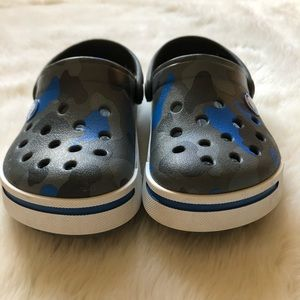 Crocs Blue Camo Toddler Size 8/9